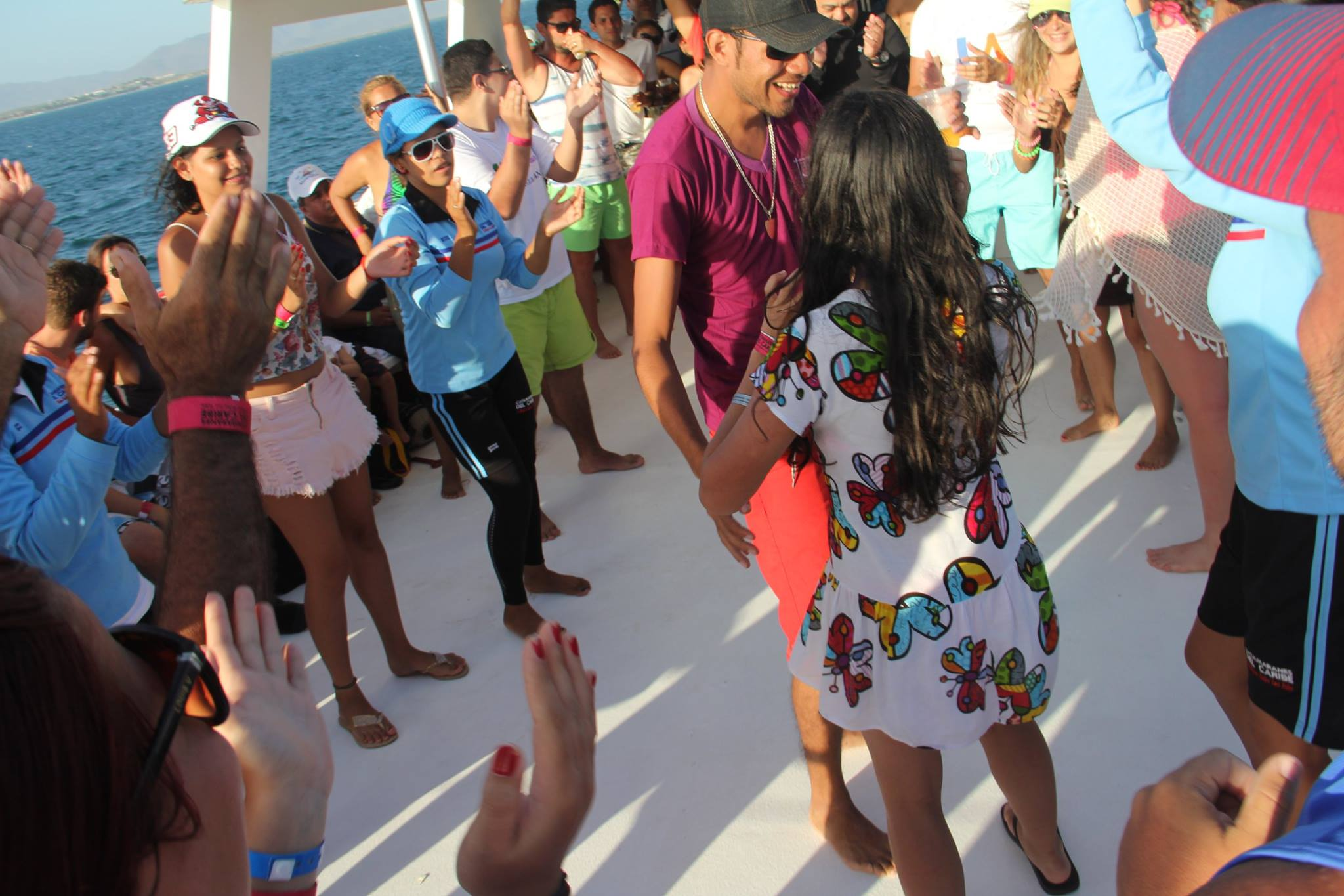 Catamaran Moon Dancer Full Day Isla Coche